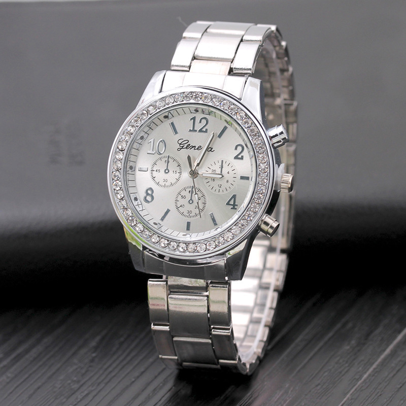 Đồng hồ đính đá Geneve