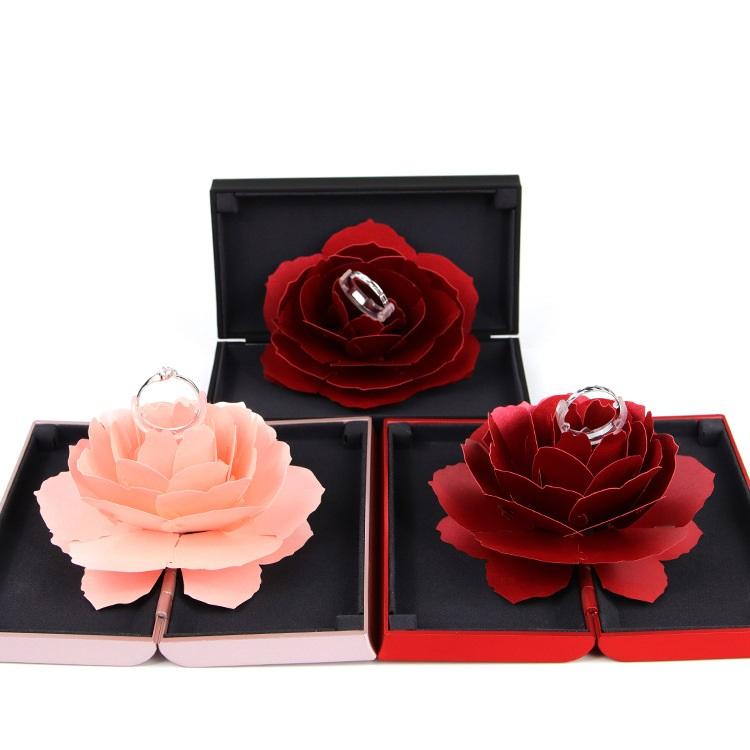 Hộp nhẫn hoa hồng cầu hôn