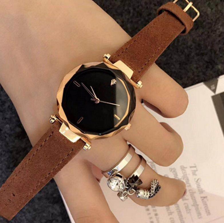 Đồng hồ nữ lượn đường viền