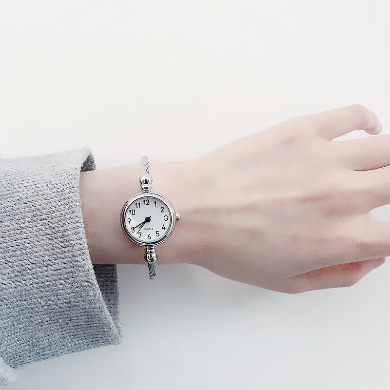 Đồng hồ vòng tay hoang dã